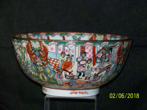 "Antique Chinese Rose Medallion ""Large"" Hand Painted Reign Mark Footed Bowl"