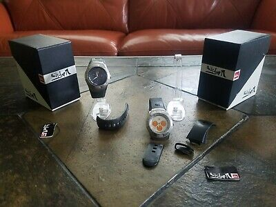 2 Men's Quicksilver Paragon Watches With Box And Display Stand