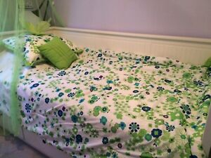 Single bed spread with accessories