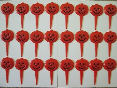 Halloween Pumpkin Decorated Cakes (24 WILTON 1983 PLASTIC HALLOWEEN ORANGE PUMPKIN CAKE TOPPER PICKS)