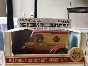 1986 New Holland 1913 Model T Ford 1:24 Diecast