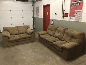 Living Room Set Couch & Love Seat *** Free Delivery Included ***
