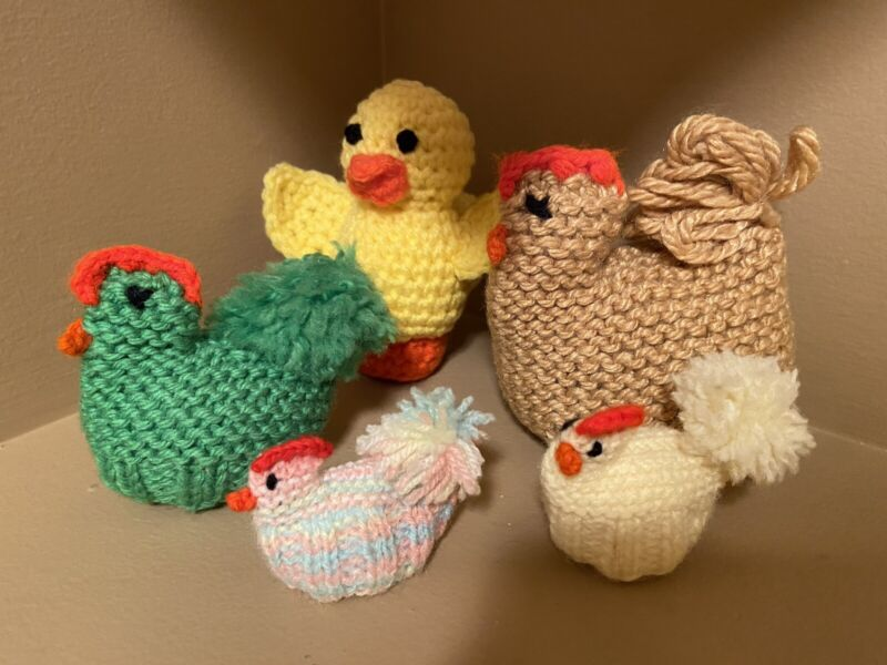 Vintage Set Of (5) Homemade Crocheted EASTER Hen And Chicks Removable Egg Décor