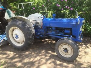 Tracteur Ford Dextra