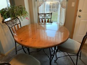 ff1fbdb2cd84 Solid wood table with 4 chairs