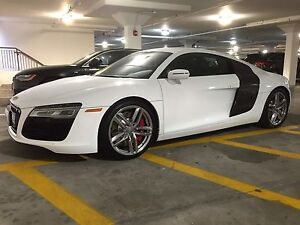 2015 Audi R8 V8 manual 6-speed transmission.  Immaculate R8