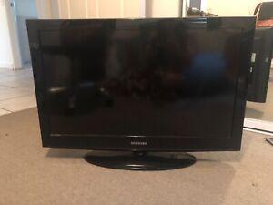 "Samsung TV - 32"""