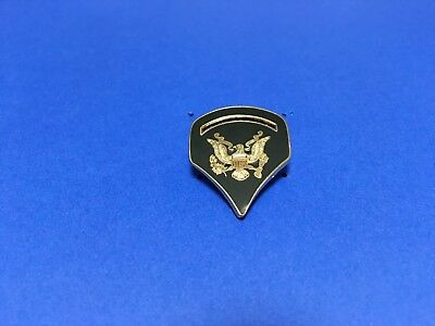 US ARMY SPECIALIST 5TH CLASS RANK PIN OD GREEN BACKGROUND WITH GOLD EAGLE