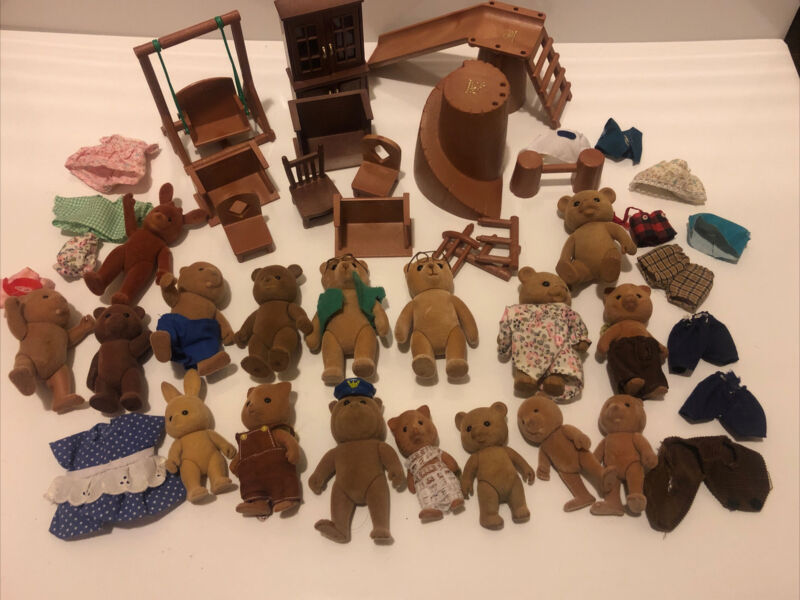 1980 Bandai Maple Town Story Calico Critters Bear Furniture Clothes Figure LOT