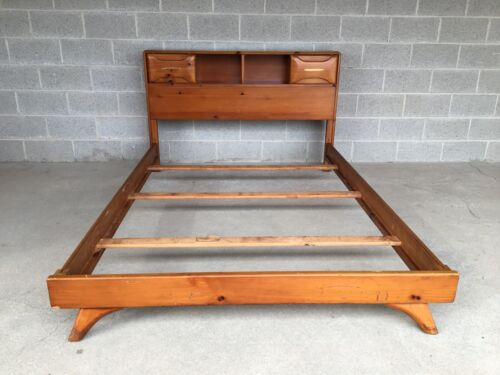 FRANKLIN SHOCKEY SCULPTURED PINE BOOKCASE STYLE DOUBLE BED (MID CENTURY MODERN)