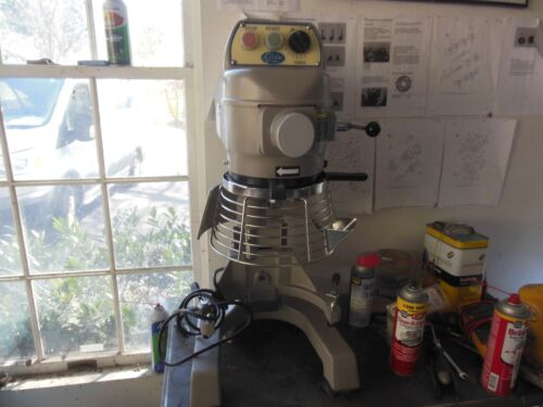 Globe SP10 planetary mixer w/extra attachments