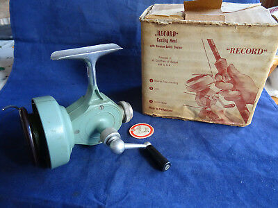 A SCARCE MODEL RECORD CASTING THREADLINE SPINNING REEL WITH RARE ORIGINAL BOX