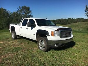 2014 GMC Sierra 3500HD 4x4 SLE crewcab. Longbox. Gas.
