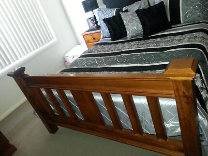 bed and bedside table Glossodia Hawkesbury Area Preview