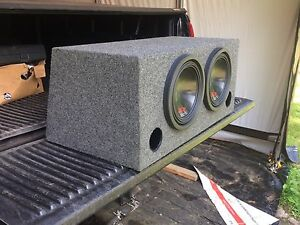 "2 Alpine type r 10"" w ported sub box"