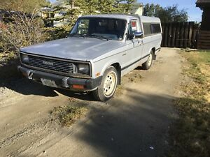 1984 Mazda B2200 pick up w/canopy