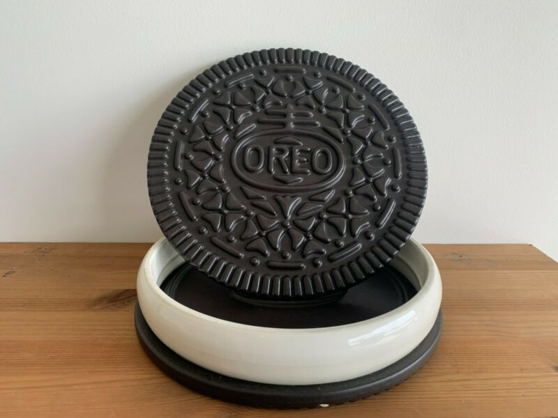 Giant Vintage Oreo Cookie JarThink Big! Ceramic, Minor Defects on the bottom