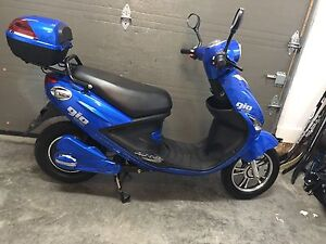 Scooter Electrique Gio deluxe comme neuf (+extra)