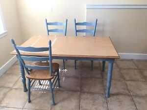 Sweet Country Style Table and Chairs