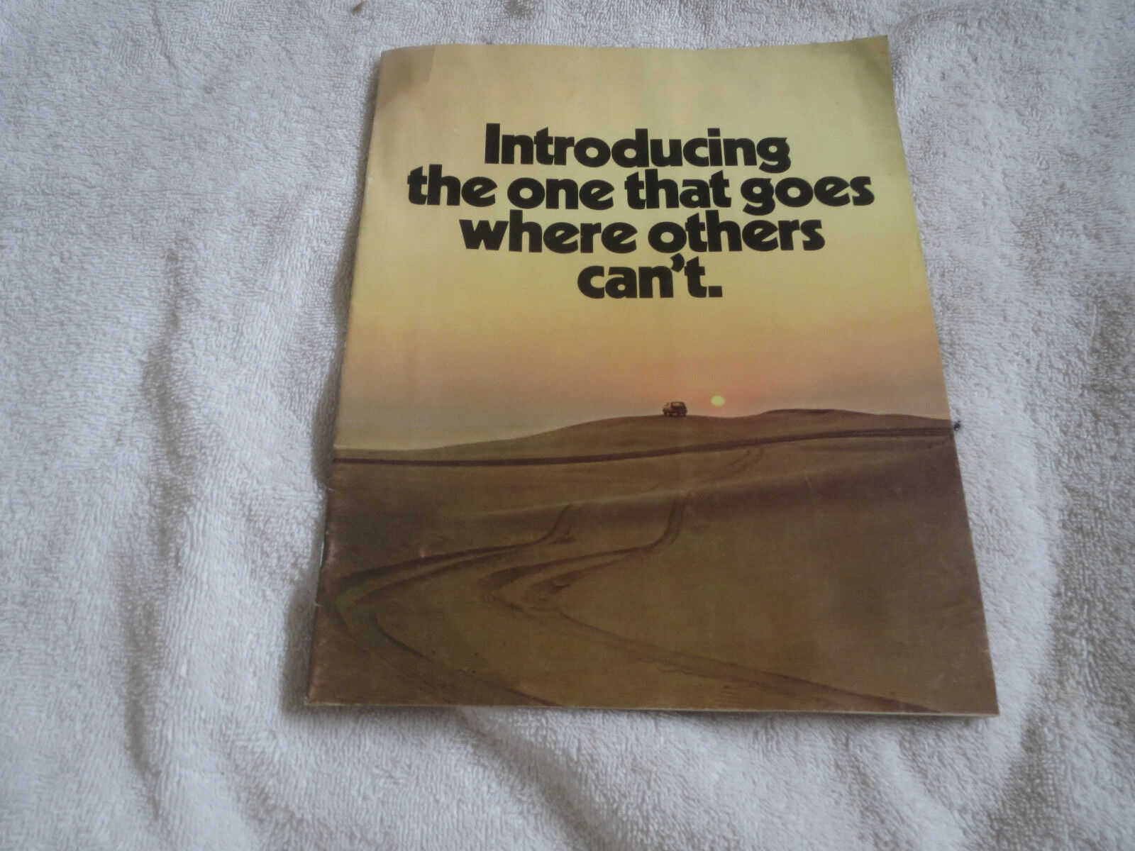 1971 JEEP CHEROKEE PICKUPS CJ5 CJ6 WAGONEER ORIGINAL DEALER SALES BROCHURE