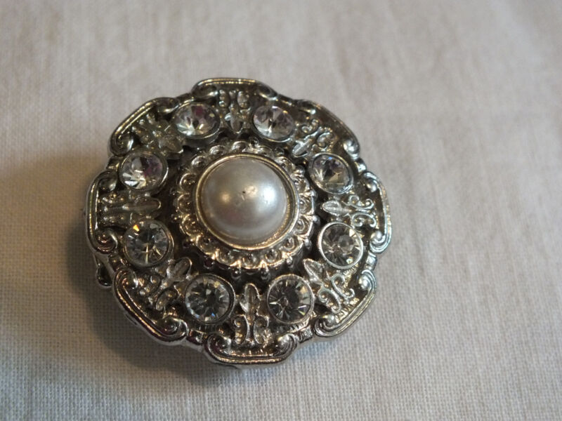 Silver Tone Cocktail Ring Stretch Chunky  Sparkling Clear Rhinestones Faux Pearl