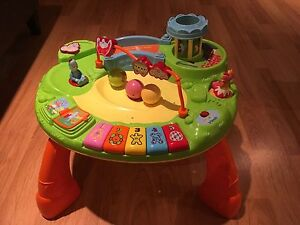 In the night garden explore & play table