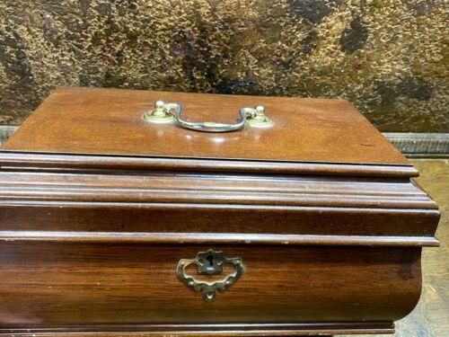 Vintage Mahogany Colonial Williamsburg Wood Jewelry Box w tray