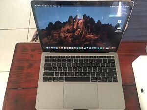 2018 Apple MacBook Air 13-inch with Retina display 128GB