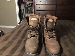 Men's size 8 steel  toed (108 Greb rated) leather work boots )