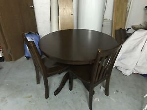 Dinner table and chair set