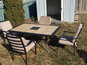 Patio table and 4 chairs!!