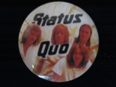 Status Quo-Group Shot-White-Small-Button-80's Vintage-Rare