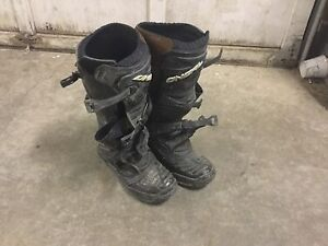 Size 12 O'Neil riding boots