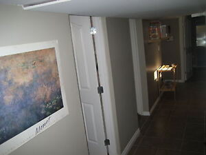 **Renovated 2 bed & living room > Spacious with large windows**