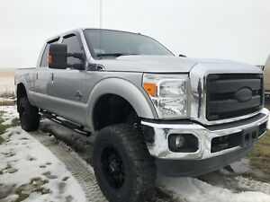 2015 FORD F-350 LARIAT ** LIFTED DIESEL**