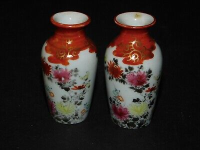 2 MINIATURE RUST & WHITE JAPANESE VASES WITH CHRYSANTHEMUM DECORATION, SIGNED