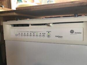 Lave vaisselle blanc GE Profile