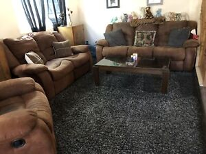 3pc couch set for sale!! Amazing deal!!