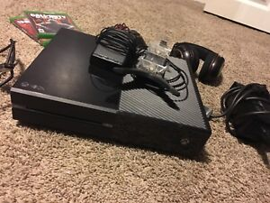 GREAT DEAL! Xbox one with games,Xbox live, and headset!