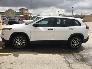 201 5 Jeep Cherokee Sport White FOR SALE!!  LOW KM!!!