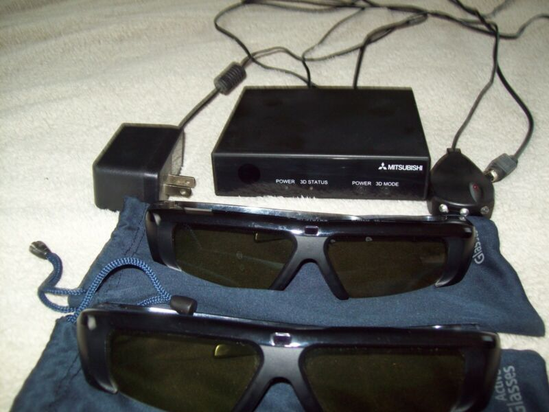 Mitsubishi 3DC-1000 with emitter, remote, accessories & 2 pairs of glasses!