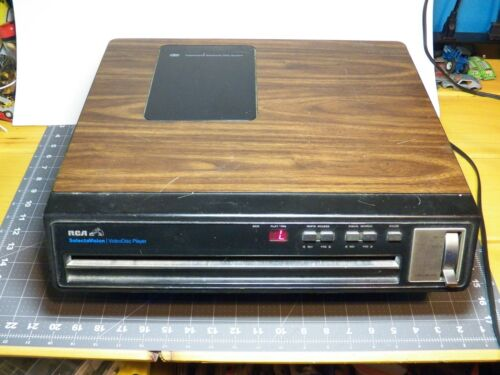 RCA Selectavision CED Videodisc Player Model SFT 100 w/ movie collection no ship