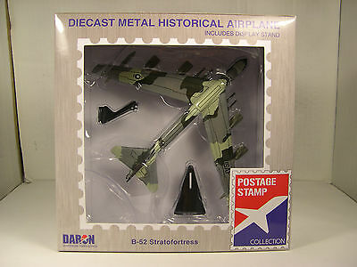 B-52 STRATOFORTRESS 8 ENGINE JET BOMBER DARON 1:300 SCALE DIECAST DISPLAY MODEL, used for sale  Shipping to Canada