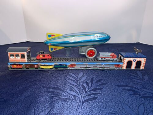 2 Schylling Wind Up Toys Lionel Trains 11845 Santa Fe Tin  And Aluminum Zeppelin