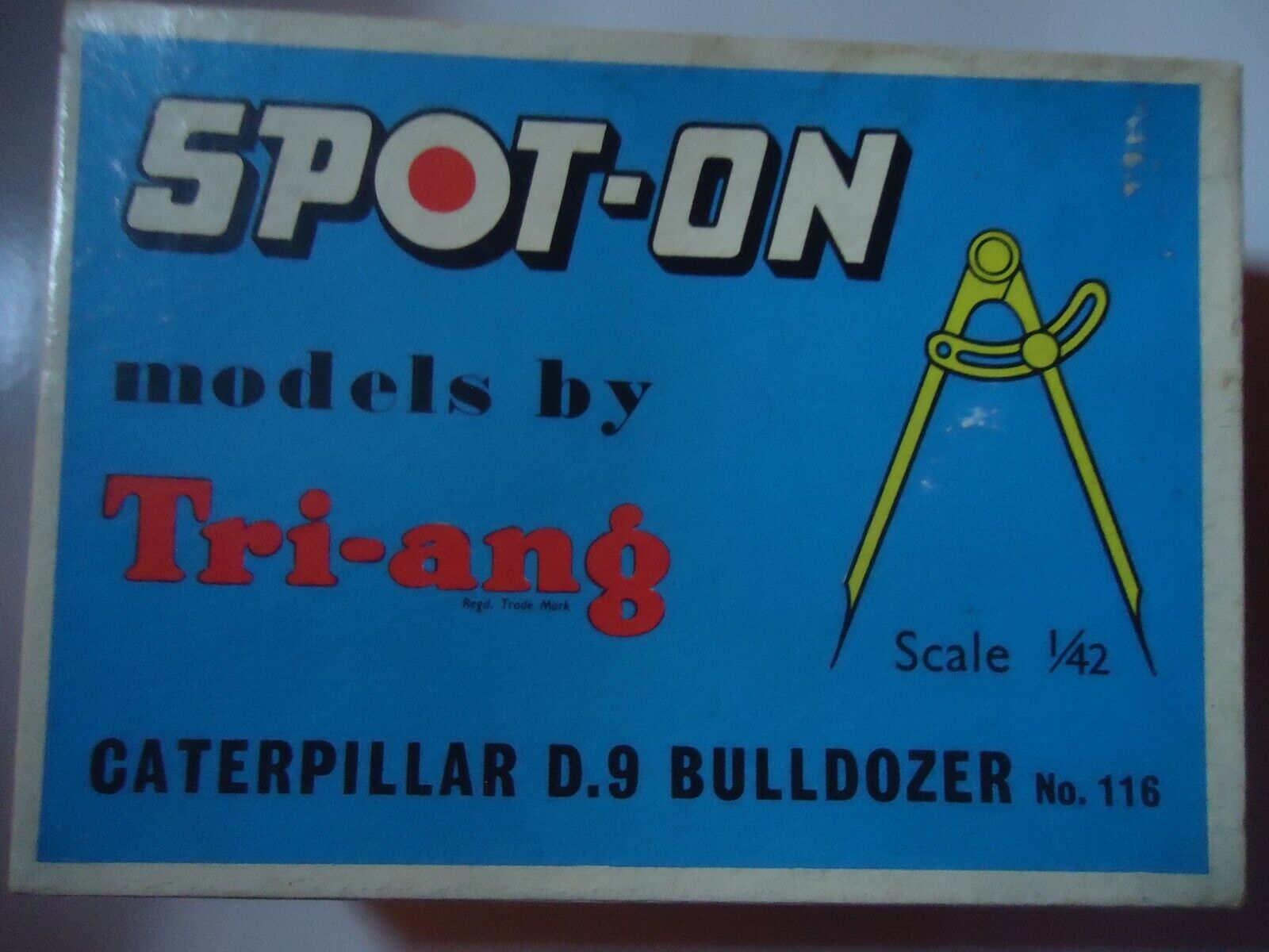 CATERPILLAR D-9 BULLDOZER BY SPOT ON(TRI-ANG)