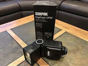 Sunpak DigiFlash DF92 Digital TTL Flash for Nikon