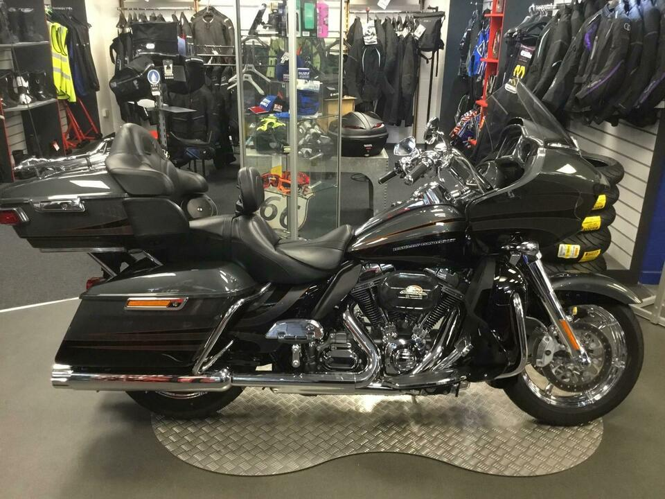 Harley-Davidson CVO Road Glide 2016 / 16 - Only 1146 miles from new