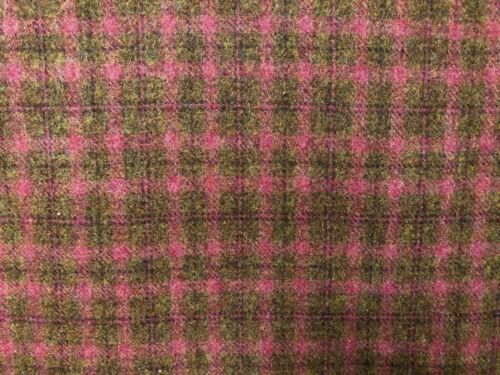 """HAND DYED RUG HOOKING WOOL Mill-Dyed APPLIQUE """"RASPBERRY  TRUFFLE""""  YARDAGE"""