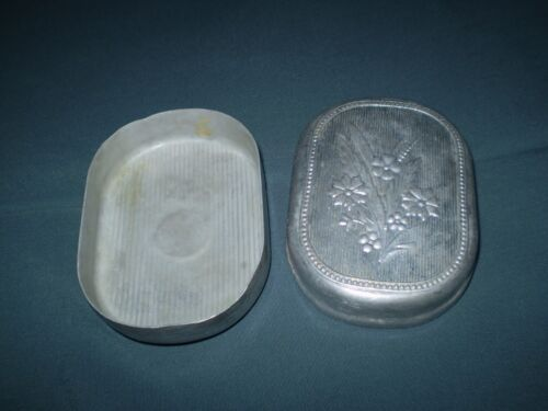 USSR WWII ORIGINAL  SOLDIERS  WITH ALUMINUM BOX  soap dish