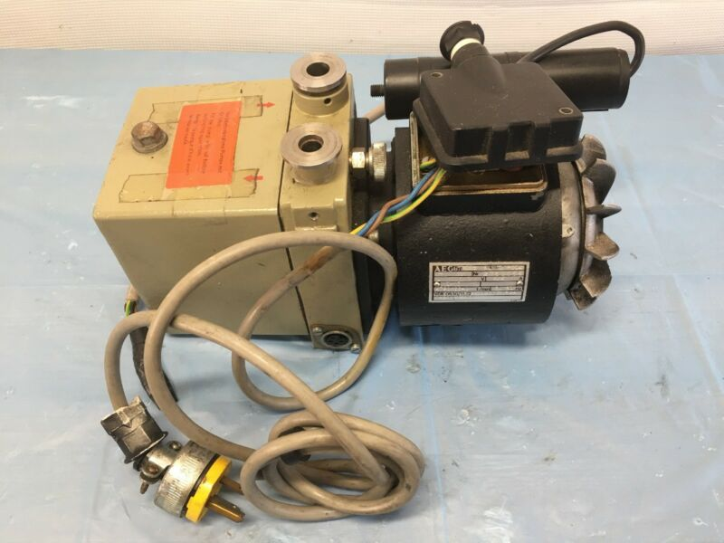 Pfeiffer Blazers DUO 1.5A Dual Stage Rotary Vane Vacuum Pump As Is Free Shipping